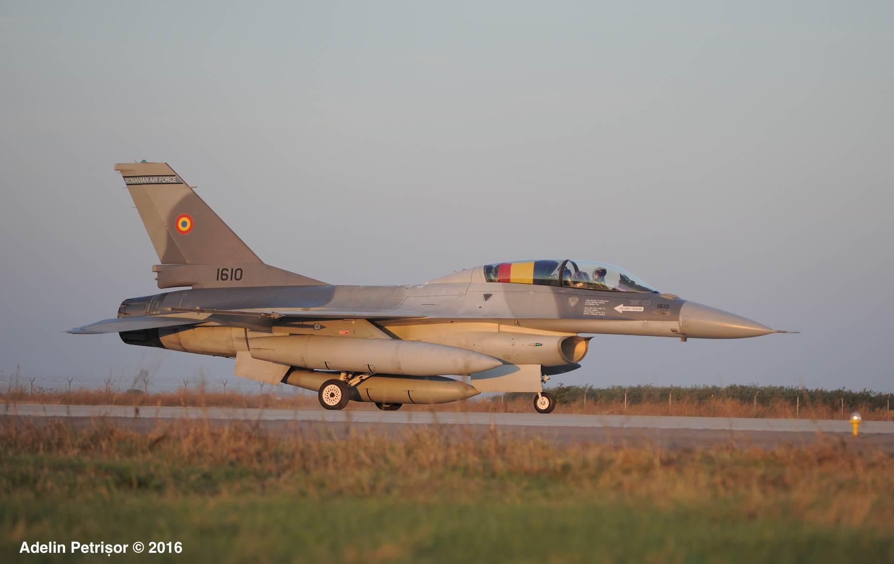 f16-tricolor